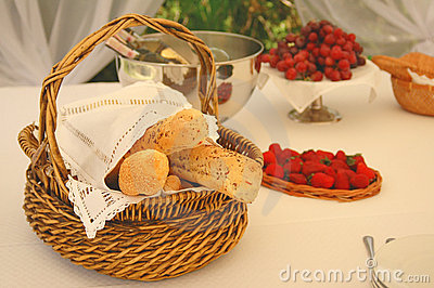 Table setting with bread basket and wine bottles