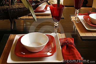 Table setting in red and white