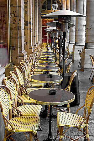 Free Tables And Chairs In Paris Stock Images - 385834