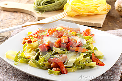 Tagliatelle with tomato, mozzarella and bacon