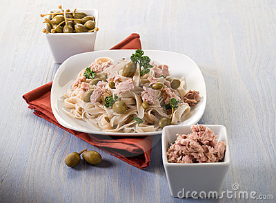 Tagliatelle with tuna and capers