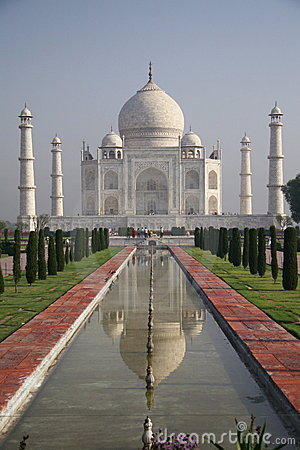Taj Mahal Agra - front view with fountain