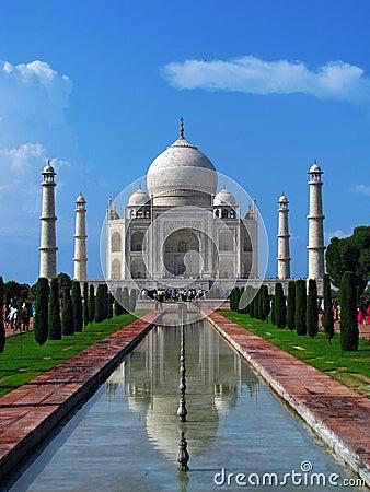 Taj Mahal, the amazing mausoleum in Agra (India)