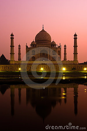 Free Taj Mahal At Dusk Royalty Free Stock Images - 4288609