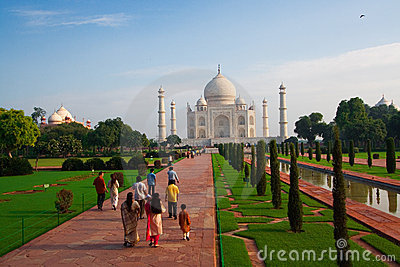 Taj Mahal morning visitors
