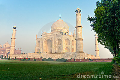 Taj Mahal at sunrise, Agra, Uttar Pradesh, India.