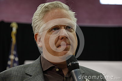 FEBRUAR: Medienkommentator <b>Glenn Beck</b> spricht vor republikanischem ... - talk-show-moderator-glenn-beck-stellt-us-senator-ted-cruz-campaigns-las-vegas-vor-republikanischer-nevada-caucus-vor-68072133