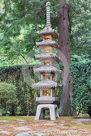 Free Tall Stone Lantern At Japanese Garden Royalty Free Stock Photos - 58957888