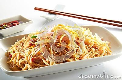 Tallarines de arroz frito