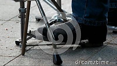 Tamburelli il pedale ed i piedi video d archivio