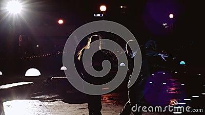 Tancerze ekspresowi Fajny facet i dziewczyna Oświetlenie nocne zbiory wideo