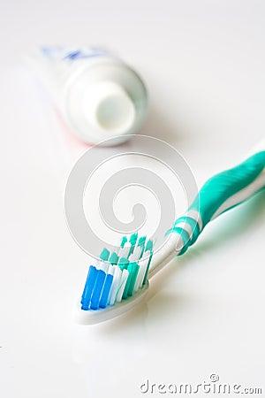 Tandpasta en tandenborstel