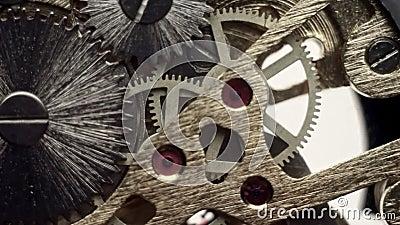 Tandrad binnen mechanisme van een polshorloge stock video