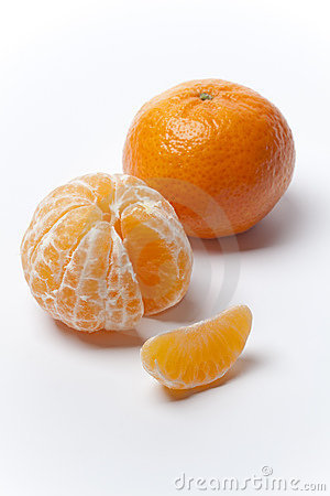Free Tangerine, Peeled And With A Slice Royalty Free Stock Photos - 12616318