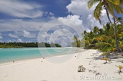 Tapuaetai (One Foot Island) - Aitutaki Lagoon