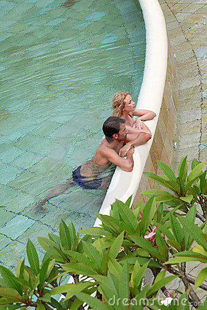 TARGET297_0_ w basenie