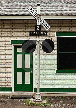 Target604_1_ linia kolejowa starego znaka