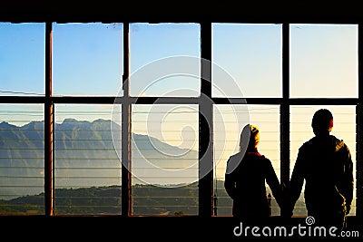 Tarjeta del día de San Valentín romántica en la montaña por la mañana Tailandia