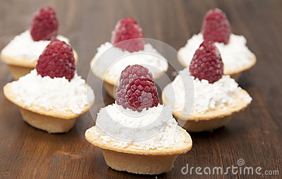 Tartlets with protein cream