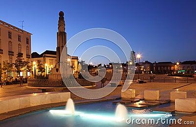Tavira på natten. Algarve Portugal Redaktionell Fotografering för Bildbyråer
