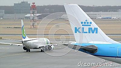Taxiing dos aviões vídeos de arquivo
