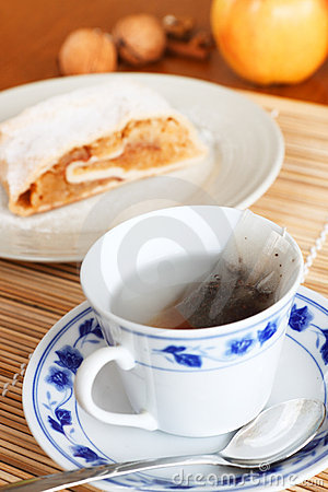 Free Tea An Strudel Royalty Free Stock Image - 18463806