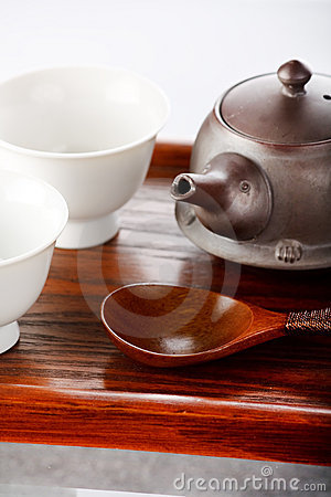 Tea bowls with teapot