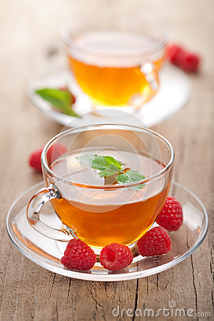 Tea with mint and raspberry
