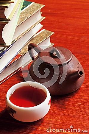 Free Tea Pot And Teacup Royalty Free Stock Photo - 19611625
