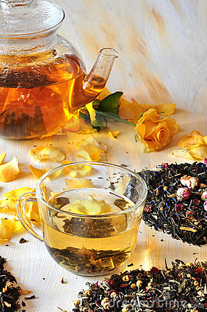 Free Tea With The Petals Of Roses Royalty Free Stock Photography - 15435587