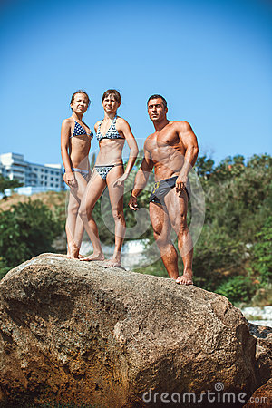 Free Teacher On Fitness With The Pupils On A Beach Royalty Free Stock Image - 72053536