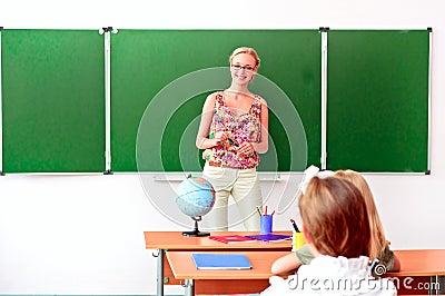 Teacher tells the children geography lesson