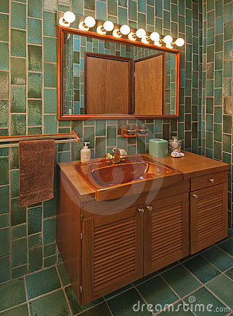 Teak bathroom in green