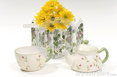 Teapot and cup with yellow flowers
