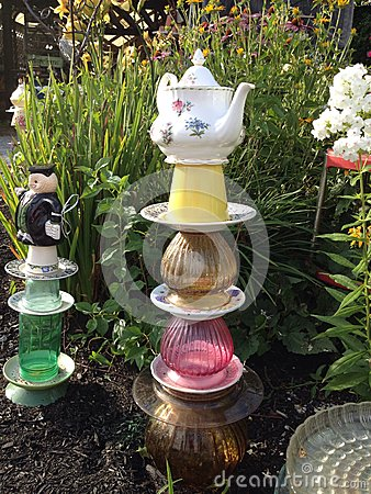 Teapot garden totem stock photo image 43524299 for Deco jardin ceramique