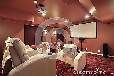 Teatro com paredes vermelhas
