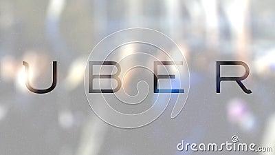 Tecnologias Inc de Uber logotipo em um vidro contra a multidão borrada no steet Rendição 3D editorial filme