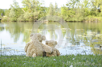 Teddy bears at the lake