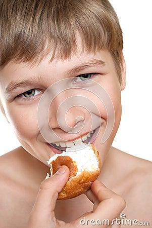 Teen eats cake.