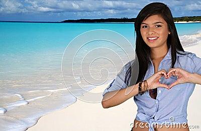 Teen flicka på stranden