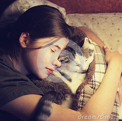 Free Teen Girl Hug Cuddle Cat In Bed Royalty Free Stock Photo - 91748175