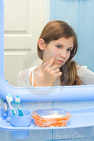 Free Teen Girl In Bathroom Royalty Free Stock Photography - 8112377