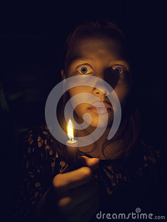 Free Teen Girl With A Candle Royalty Free Stock Image - 59976766