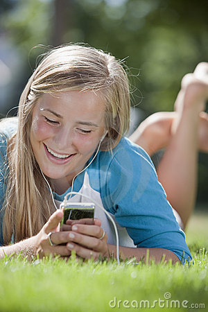 Free Teen Girl With MP3 Player Royalty Free Stock Images - 8088909