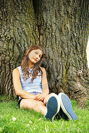 Teen sit on a tree