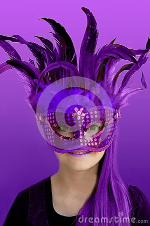 Free Teenage Girl With Purple Feather Mask Royalty Free Stock Photo - 112052825