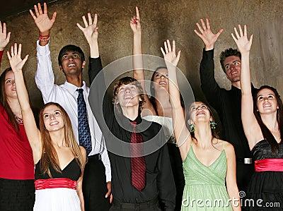 Teenager, der im Chor singt