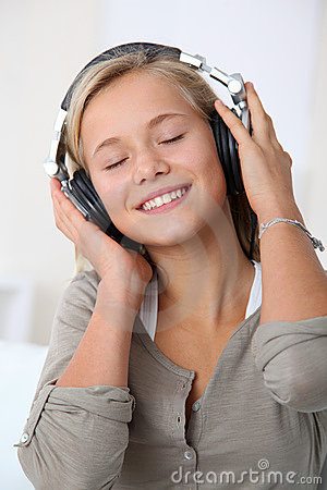 Free Teenager Listening To Music Stock Images - 16606784