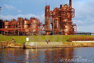 Teenagers sitting at Gas Works Park