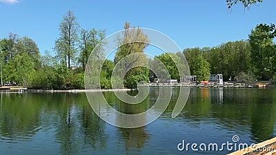 Teich in Gorky-Park, Moskau, Russland stock video footage